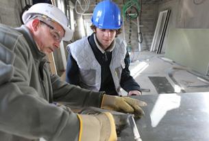 zinc worker and apprentice © auremar - Fotolia.com